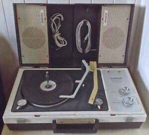 Vintage. Collection. Tourne-disques phonographe SINGER L