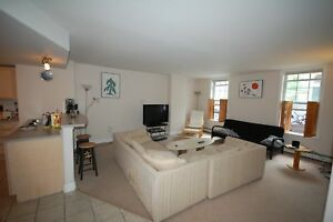 Beautiful, 3 Bdrm+DEN Townhouse in Waterford Suites-Avail in Oct