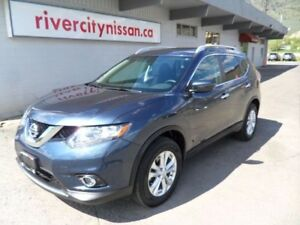 2016 Nissan Rogue SV with MoonRoof