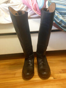 Gently Used Ariat Field Boots (7.5med/reg)