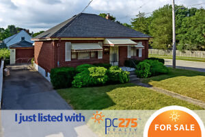 This 2 bedroom and 1.5 bathroom bungalow is an amazing value!