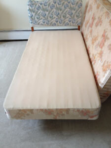 single mattress and boxspring for sale  __________________