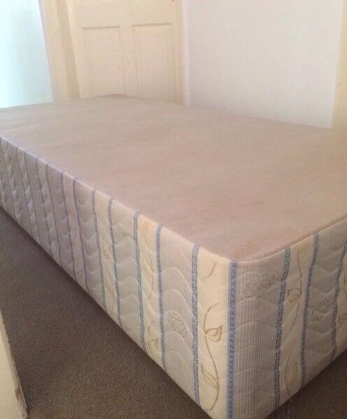 Single Divan Bed Base and Mattress Good Condition Can Deliverin Sandwell, West MidlandsGumtree - Single Divan Bed Base and Mattress Good Condition Can Deliver£4007961917242 Can Deliver locally for £5Modern Draws, Dresser, Mirror, Leather Corner Sofa, Chaise Lounge, Seater, Ikea, Tub Chairs, Single/ Double Divan/ Kingsize/ Bunk Bed/...