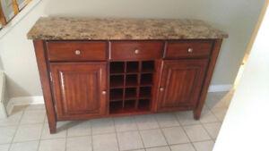 Buffet de cuisine en bois et marbre avec