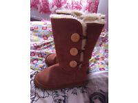 Ladies ugg boots size 3.5