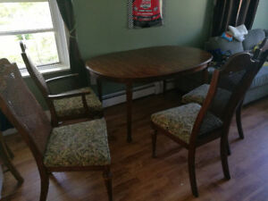 Selling 100% wodden dining table with 6 chairs
