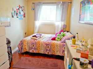 !!! WOW !!! Shared room rental (Girls ONLY please) 5 min to WLU