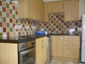 Fully Furnished 2 Bed Flat Galashiels. Upmarket Ground Floor Flat close to Town Centre, Wifi