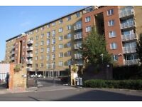 Very nice double bedroom in a 4 bedroom flat shared with young professionals