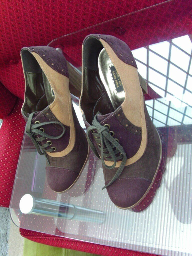 """Ladies """"TommyKate"""" shoes in leather suedein Clacton on Sea, EssexGumtree - Ladies designer """"Tommy & Kate"""" shoes, size 7 in brown/beige suede leather. Nerver been worn, as new. Bargain cost £30 new. Cannot wear due to injury"""