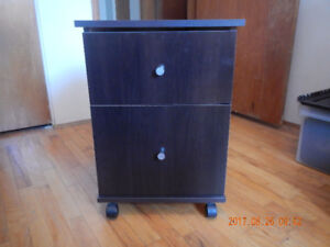 Small 2-drawer end table