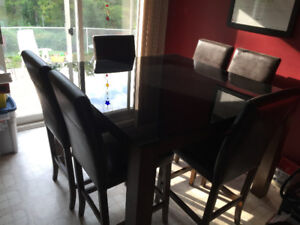 Kitchen table and 6 leather chairs