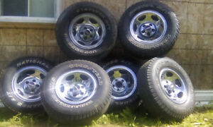 6 chrome Magweel and tire 235/75r15. For 300$ wow