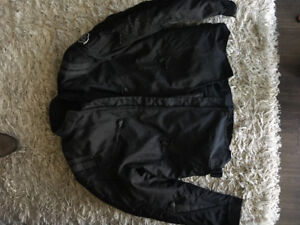 BRAND NEW MOTORCYCLE JACKET in Black w/removable padding