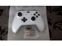 BRAND NEW XBOX ONE S WHITE CONTROLLER NEVER USED (£49.99 RRP) ONLY £30
