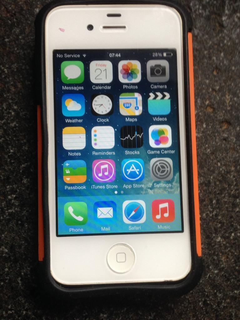 Iphone 4 16gbin Salford, ManchesterGumtree - Iphone 4 white 16gb on EEGood all round condition , comes with big plug charger and case