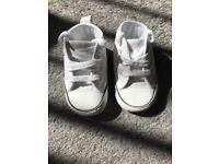 Converse infant size 2 / soft shoe