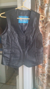 Leather best boys medium