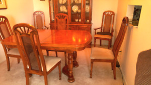 Dining Room Set - Needs to sell! Make an offer!