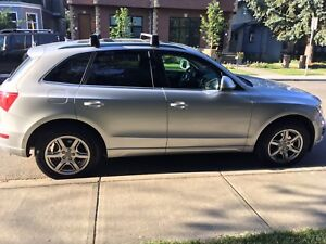 2009 Audi q5  3.2 litre hitch and winter tires