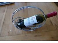 Decorative table top wine bottle holder TREAD the Globe