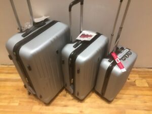 "LightWeight HardCase Luggage 3 piece Set: 28"", 24"", 20""inches"