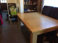 SOLID OAK EXTENDING TABLE AND 6 CHAIRS IN EXCELENT CONDITION