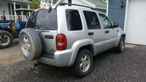 2004 Jeep Liberty Gris VUS