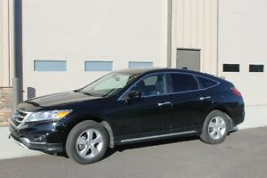 Like New and Low Low KM 2013 Honda Crosstour EX