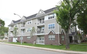 Fully Furnished 2 Bedroom Apartment - AVAILABLE IMMEDIATELY!