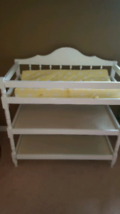 Baby change table and change mat