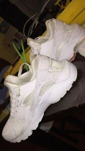 white nike air haurraches
