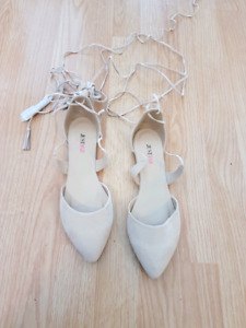 Size 8.5 Nude Flats never worn