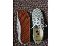 Very new Vans trainers shoes Authentic style