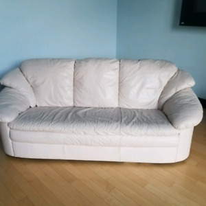 Genuine LEATHER COUCH  IN EXCELLENT CONDITION