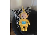 "LARGE TY LALA TELETUBBIES Yellow 18"" TALL SOFT PLUSH TOY EXCELLENT CONDITION"