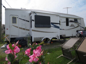FIFTH WHEEL CROSS ROAD KINGSTON 36 PDS. EXCELLENTE CONDITION