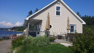 Oceanfront Cottage on Private Beach & Hottub (20 mins to HFX)