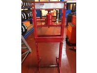 Sealed 20 tonne hydraulic press