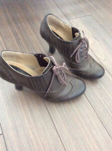 Women's shoes, size 6 / Chaussures pour femme, taille 6