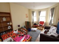 Fully Furnished Two Bed Flat Located Within A Mile Walk From Manor House Tube N4.