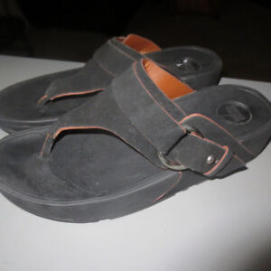 LADIES FITFLOPS SIZE 9