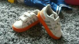 Toddler Adidas trainers 3k