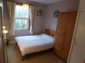 Large Double Room to Rent in Rugby Close to the Centre & Railway Station