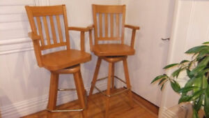 solid maple mennonite swivel bar stools in exc cond