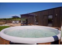 Luxury lakeside retreat holiday home cottage