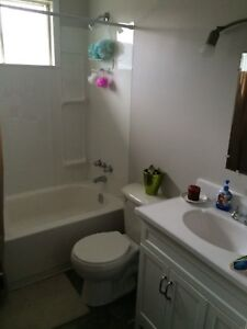 2 bedroom apartment available October 1