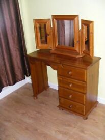 CAN DELIVER - BEAUTIFUL SPACE SAVER DRESSING TABLE WITH 3-WAY MIRROR IN VERY GOOD CONDITION
