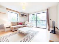 3 Bed Luxury Holiday Flat, Balcony, Spa, 2baths, Underground Parking. 5 Mins to Pimilco Tube Station
