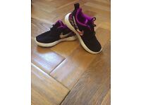 Girls Nike Roshe Run Trainers